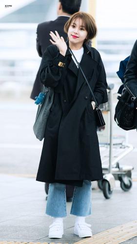 韓国っぽスタイルでスニーカー
